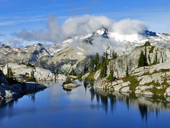 Glacier-covered Mt Daniel frames the Robin Lakes basin